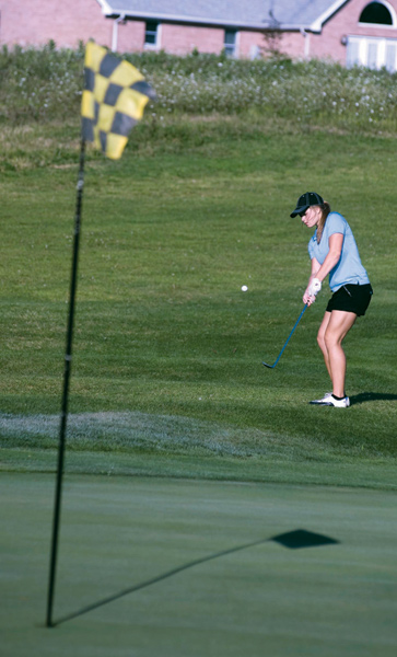 Golfers fall to Devils